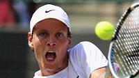 Český tenista Tomáš Berdych během utkání 3. kola Wimbledonu proti Rusovi Davyděnkovi