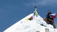 Radek Jaroš na vrcholu Makalu. Český horolezec dosud zdolal devět vrcholů nad 8000 metrů.