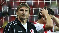 Smutek slávistů Martina Vaniaka (vlevo) a Marka Suchého druhém gólu inkasovaném v Janově.