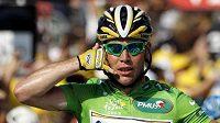 Britský spurtér Mark Cavendish oslavuje vítězství v třetí etapě Tour de France.