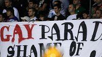 Nesmiřitelní. Fanoušci Partizanu Bělehrad se porvali s příznivci Toulouse, při utkání pak protestovali proti plánované Gay parade.