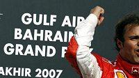 Felipe Massa z Brazílie se raduje z vítězství ve VC Bahrajnu.