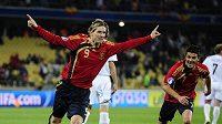 Fernando Torres (vlevo) oslavuje s Davidem Villou jednu z branek Španělska