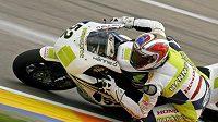 Brit James Toseland míří za vítězstvím mezi superbiky na okruhu ve Valencii.