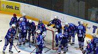 Hokejisté Chomutova před svou brankou