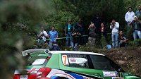 Britský jezdec Guy Wilks s vozem Škoda Fabia S2000 při Italské rallye na Sardinii.