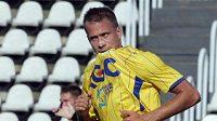 Fotbalista Teplic Jakub Mareš oslavuje svůj gól na hřišti Bohemians Praha.