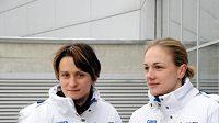 Rychlobruslařky Martina Sáblíková (vlevo) a Karolína Erbanová už dorazily do dějiště Her