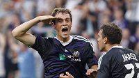 Tom De Sutter (vlevo) oslavuje gól Anderlechtu proti Sivassporu