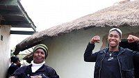 Caster Semenyaová pózuje se svou matkou Dorcas.