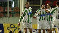 Fotbalisté Bohemians Praha se radují z gólu