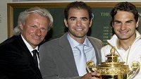 Slavní muži tenisového Wimbledonu - zleva Bjorn Borg, Pete Sampras a poslední vítěz turnaje Roger Federer