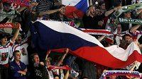 Fanoušci českých hokejistů v Karlových Varech během zápasu s Ruskem