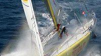Třicet tisíc námořních mil, víc než tři tisíce hodiny samoty. To je závod Velux 5 Oceans.