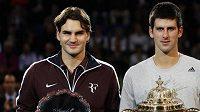 Roger Federer (vlevo) a Novak Djokovič