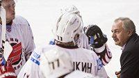 Hokejisté Omsku s trenérem Sergejem Gersonským