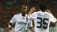 Nicolas Anelka (vlevo) ještě v dresu Chelsea.