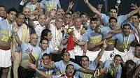 Fotbalisté Egypta slaví triumf na africkém šampionátu.