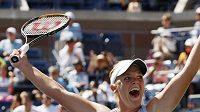 Americká tenistka Melanie Oudinová se raduje z výhry nad Jelenou Dementěvovou z Ruska