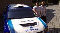 Posádka Tomáš Enge (vlevo) Michal Ernst s vozem Mitsubishi Lancer na plynový pohon CNG.