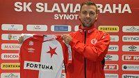 Josef Hušbauer už pózuje s tradičním červenobílým dresem Slavie.