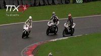 Závod elektrických motocyklů na okruhu Brands Hatch.