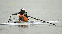 Hamadou Djibo Issaka na skifu při tréninku na olympijskou soutěž