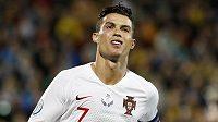 Portugalský fotbalista Cristiano Ronaldo oslavuje čtvrtý gól proti Litvě v kvalifikačním utkání o Euro 2020.