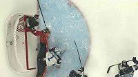 Situace při prvním gólu Kanady proti Finům, který nejspíš neměl platit.