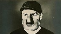 Clint Benedict v masce z roku 1930.