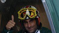 Pakistánský lyžař Muhammad Abbas.