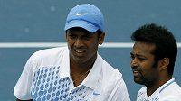 Indičtí tenisté Leander Paes (vpravo) a Maheš Bhúpáthí na Australian Open