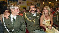 Roman Šebrle s manželkou Evou (vpravo) a Barbora Špotáková na vyhlášení Atleta roku