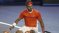 Rafael Nadal musel kvůli kolenu v Melbourne skončit.