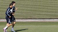 Hvězdy Realu Madrid Cristiano Ronaldo (v popředí) a Kaká se připravují na soébotní zápas se Zaragózou.