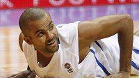 Francouzský basketbalista Tony Parker bral setkání s palubovkou při duelu s Německem s úsměvem.