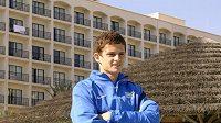 Mario Holek před hotelem v Larnace