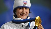 Martina Sáblíková se zlatou olympijskou medailí.