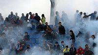 Řádící fotbaloví fanoušci (ilustrační foto)