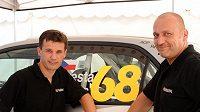 """Roman Kresta (vlevo) se s navigátorem Petrem Grossem představil při Finské rallye s """"jágrovským"""" číslem 68."""