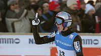 Rakouský skokan na lyžích Gregor Schlierenzauer se raduje z vítězství na mamutím můstku