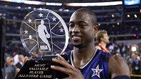 Dwyane Wade s trofejí pro nejužitečnějšího hráče Utkání hvězd NBA