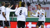 Miroslav Klose oslavuje gól německé reprezentace proti Nizozemsku.