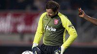 Gólman Twente Sander Boschker nevěří, jaké minely se v duelu s Tottenhamem dopustil.