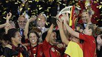 Fotbalistky Německa oslavují titul mistryň Evropy.