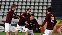 Fotbalisté Sparty se radují ze druhého gólu Igora Žofčáka (třetí zleva).