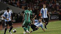 Zápas Argentiny s Nigérií začala kvůli podezřelým sázkám FIFA vyšetřovat.