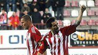 Dal Slavii gól za Žižkov - a hned poté se David Kalivoda zdravil se slávistickými fanoušky...