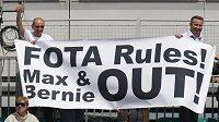 Fanoušci mají jasno, kdo by měl formuli 1 opustit. Svědčí o tom i transparent, který vytáhli v Silverstone.