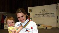 Kateřina Emmons s dcerou Julií po triumfu na SP v Sydney.